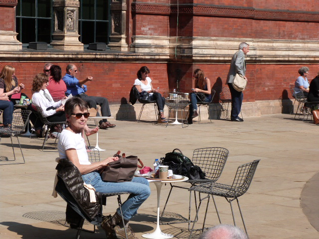 Chowing alfresco at the Victoria and Albert